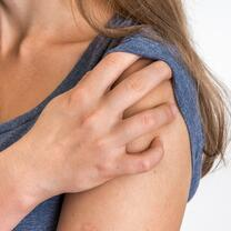 woman shoulder pain-221526-edited